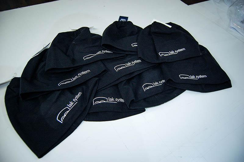 czapki-z-nadrukiem-lak-system